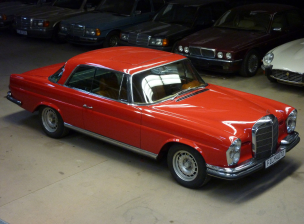 Mercedes 300SE Coupe Rot (175) (1)